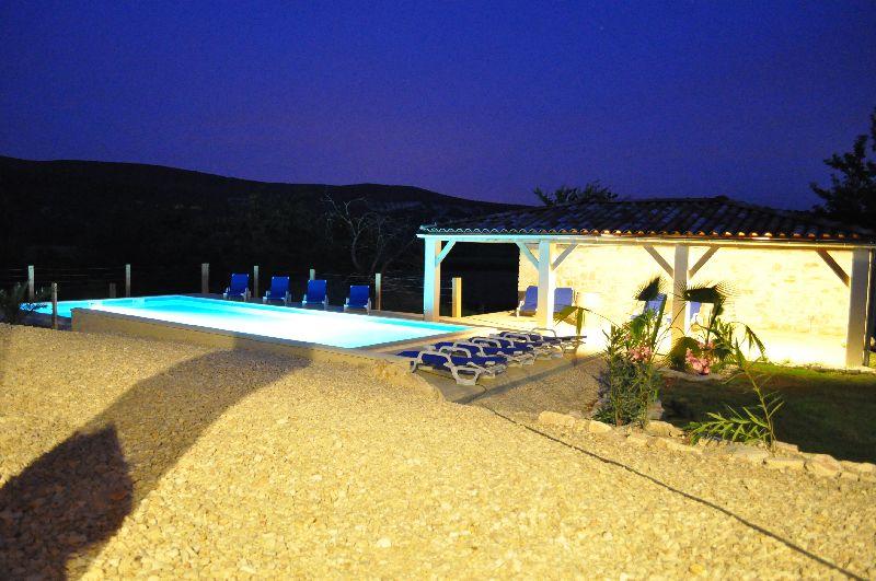 pool-house-nacht